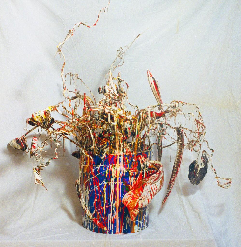"""""""Blumengesteck"""", 100 cm x 100 cm x 100 cm, 1997, zerstört, Foto Manfred Rinderspacher, siehe Katalog """"TERRA DEPONIA"""", Bellmann 1998_03,  zerstört."""