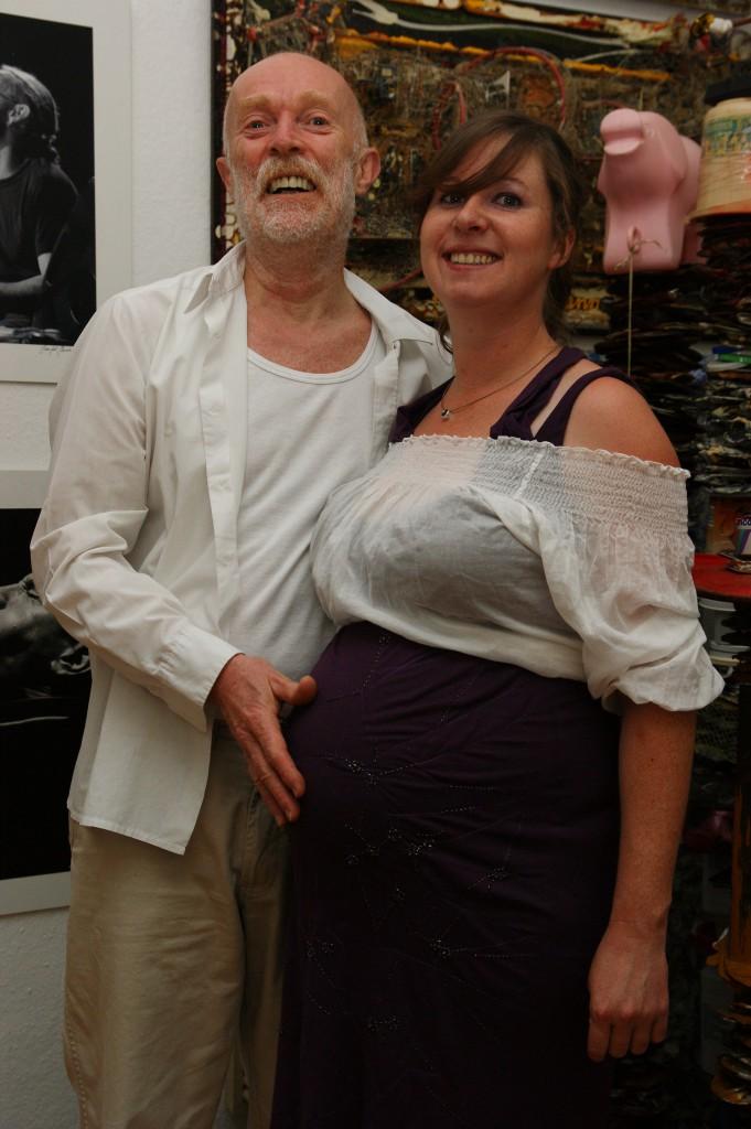 Jule, ihre im Mutterleib strampelnde Emma und Franz, 20100701_184005