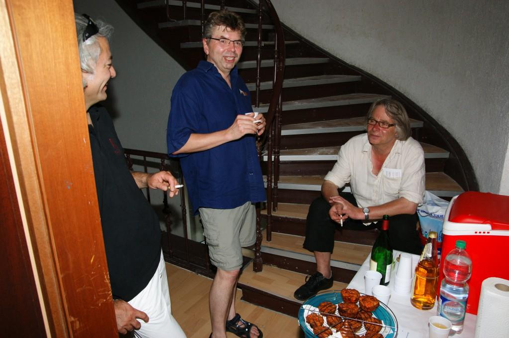 Mahmut, Georg und Bernd an der Versorgungsstation, SONY DSC