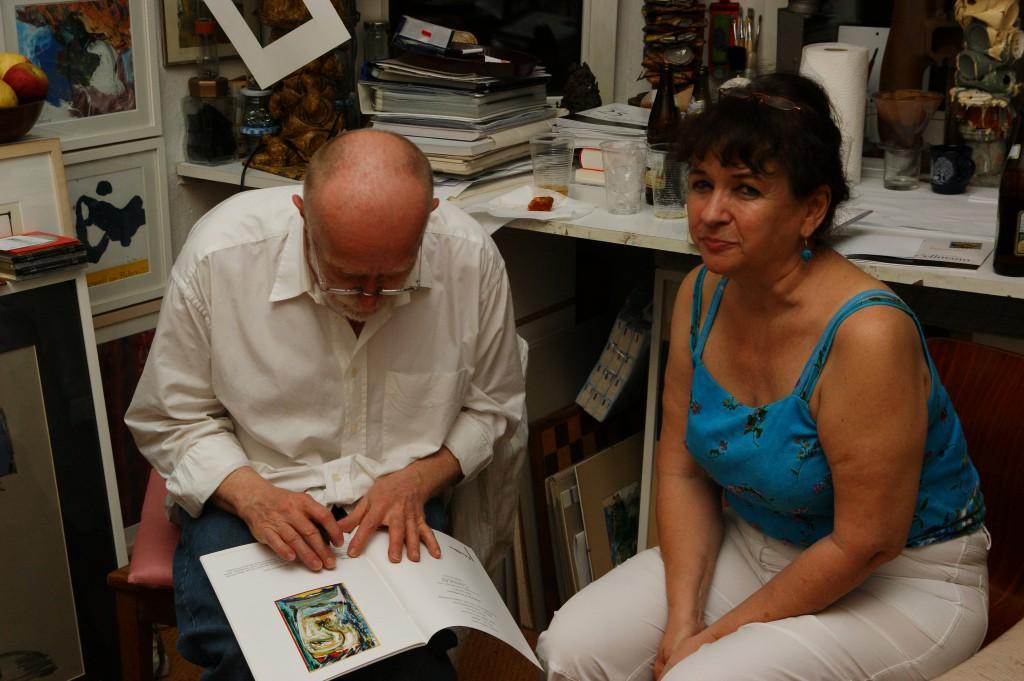 Austauschen und signieren von Büchern und Katalogen, Nora Noé am Ende ihrer Lesung, SONY DSC