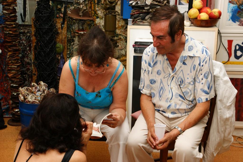 Nora Noé und ihr Gatte in Verhandlung mit Freifrau zu Krapf, SONY DSC