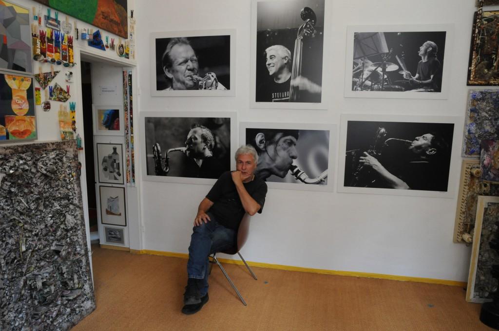 Der Künstler und Fotojournalist Manfred Rinderspacher, er hat mir seine Kamera in die Hand gegeben, mit vollem Vertrauen