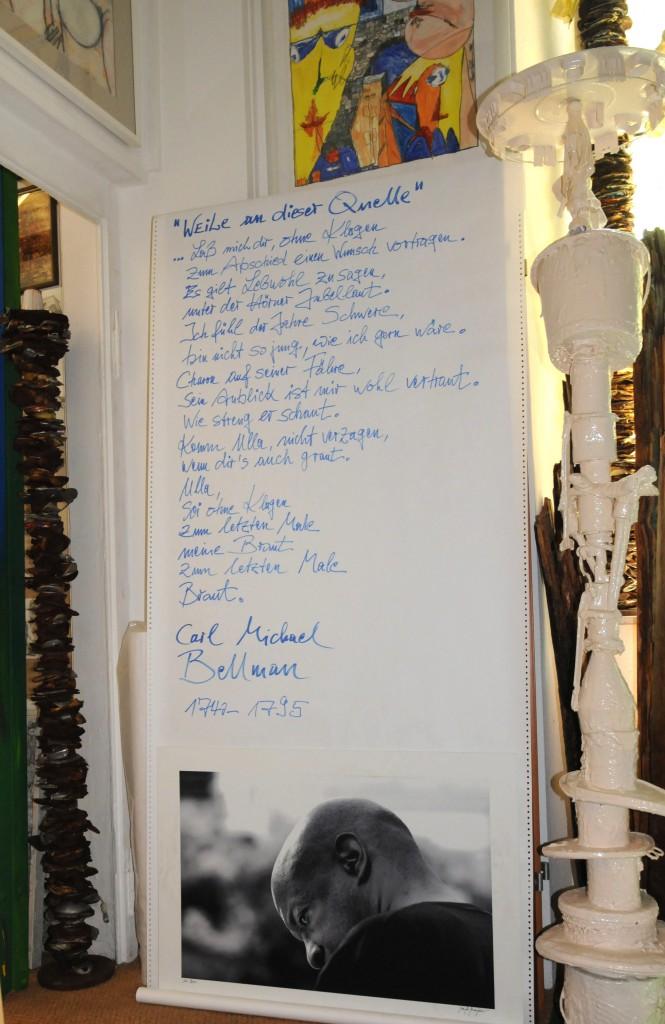 Manfreds John Betsch vor einem Gedicht von Carl Michael Bellman, 1740-1795, DSC_0108_2