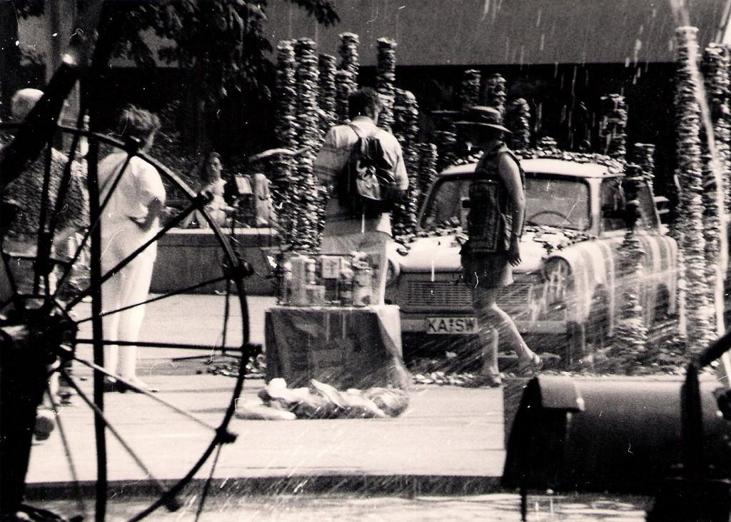 """Boxhenge"" vor Tinguely Brunnen in Basel, 18./19. Juni 1994, Foto DieRedaktion:"