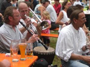 Gruppenmitglieder des Freien Fränkischen Bierorchesters, SAM_4055