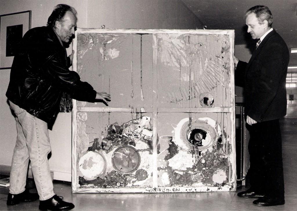 Bei der Übergabe eines Müllbildes, Foto Manfred Rinderspacher, Scannen0020 bei Matthias Plath
