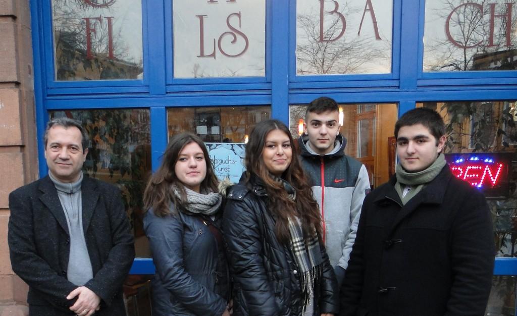 Zum Abschluss ein Gruppenfoto mit Güven und seinen SchülerInnen