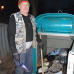 Städtischer Angestellter, verantwortlich für die Entsorgung der Inhalte der Altkleidercontainer u. a. am Swansea Platz