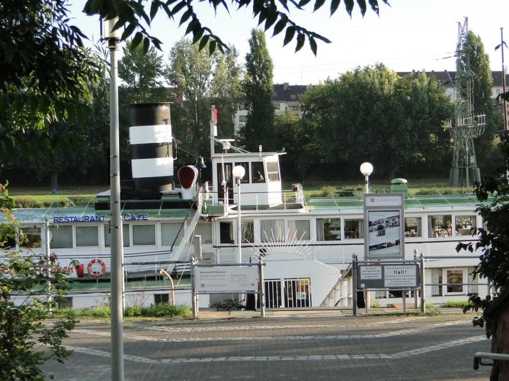 Das Museumsschiff gehört zum Mannheimer Technoseum, früher Landesmuseum für Technik und Arbeit (LTA)