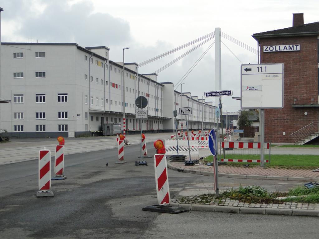 Am Beginn der Rheinkai, die Fruchtbahnhofstrasse ist mit ihr in Form einer Schlaufe verbunden