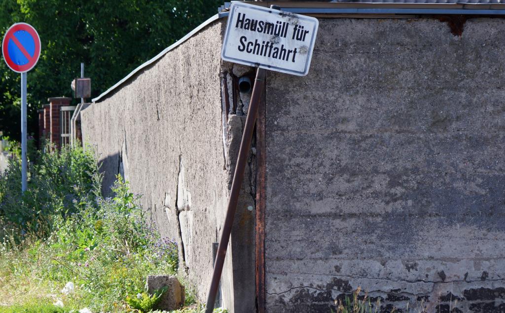 In mannigfaltigen Arealen ist der Mannheimer Hafen am Zerbrechen, die Erneuerung scheint dem Verfall hinterherzuhinken