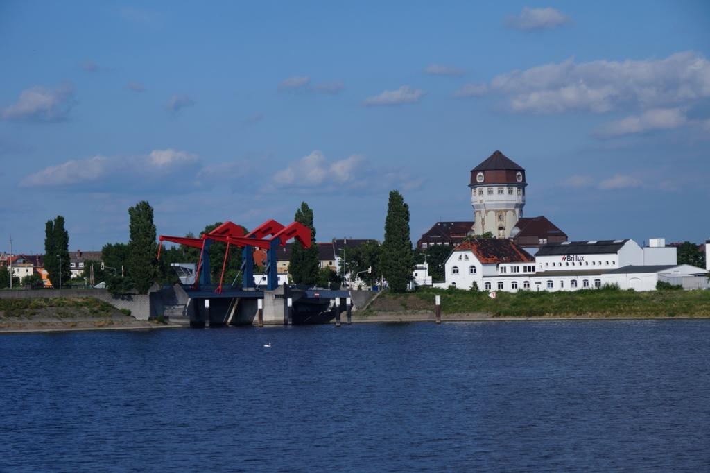 Die Diffenébrücke: Highlight der Brückenbaukunst, im Hintergrund rechts der Luzenberg