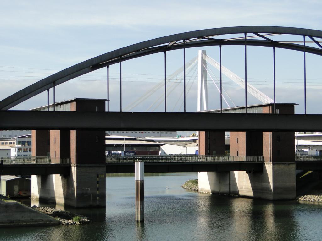 Der etwas andere Blick auf die Mühlau Brücke