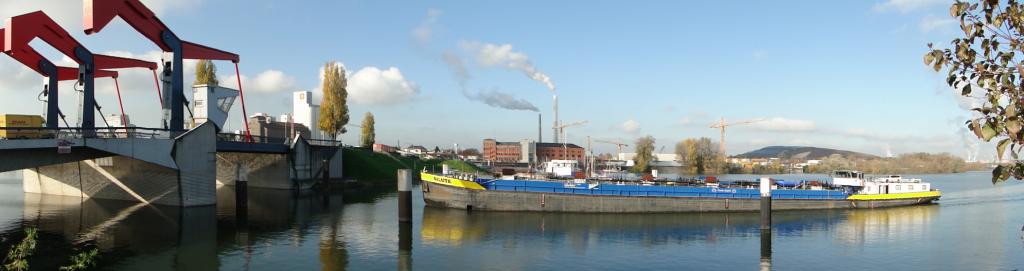Diffenébrücke mit Schiffsdurchfahrt