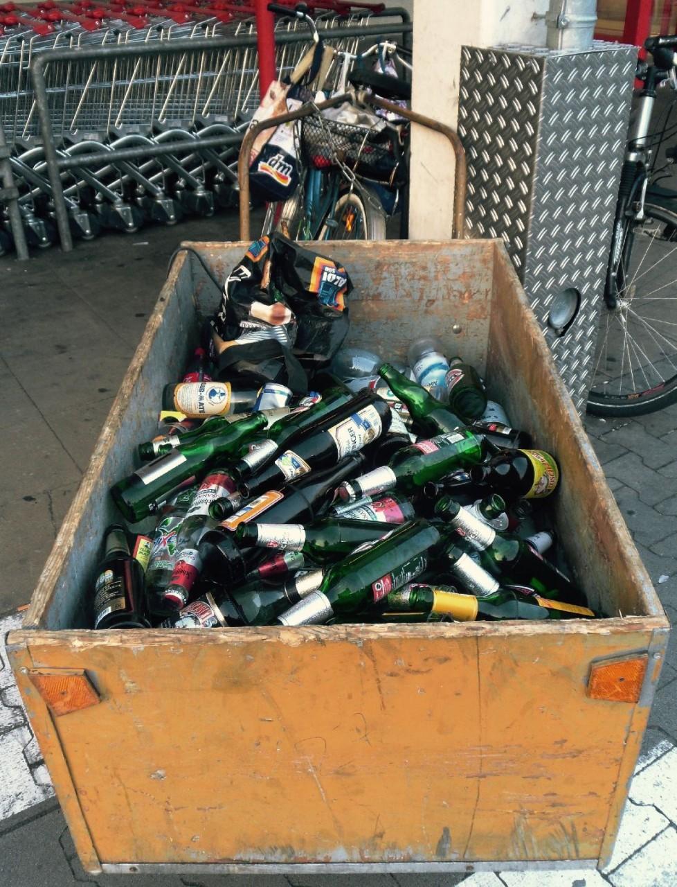 Wertstoffsammlung, aufgenommen im Ortsteil Jungbusch am 08.08.2015, bearbeitet und eingesetzt am 03.09.2015, DieRedaktion ...