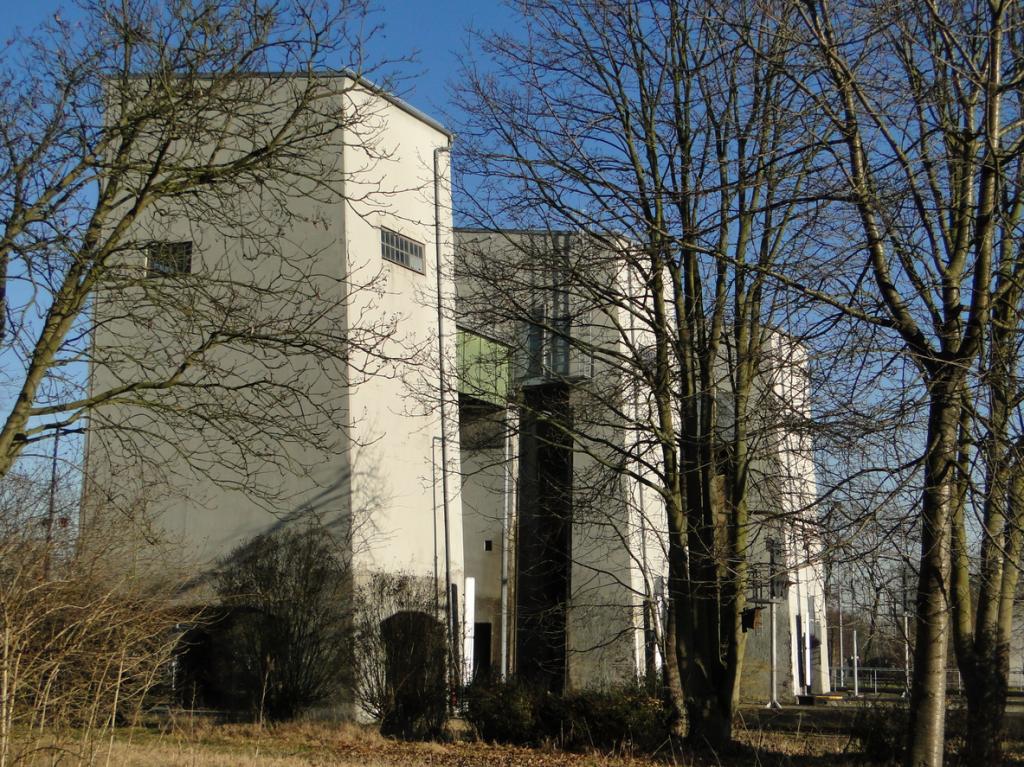 Unser Testfall: Schleuse Feudenheim, im Erscheinungsbild gleicht sie einer mittelalterlichen Trutzburg