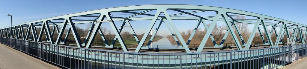 Die Riedbahn Brücke: Erst ein paar Jahre alt