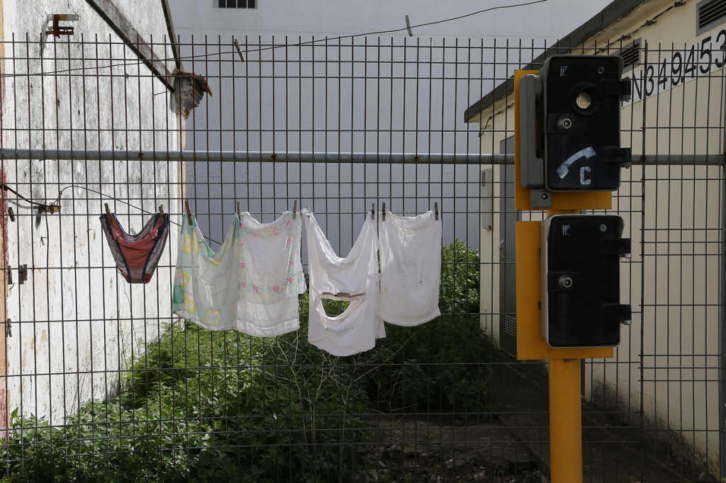 2014_03_0414_14_573106_in Olhão Wäsche am Gleis