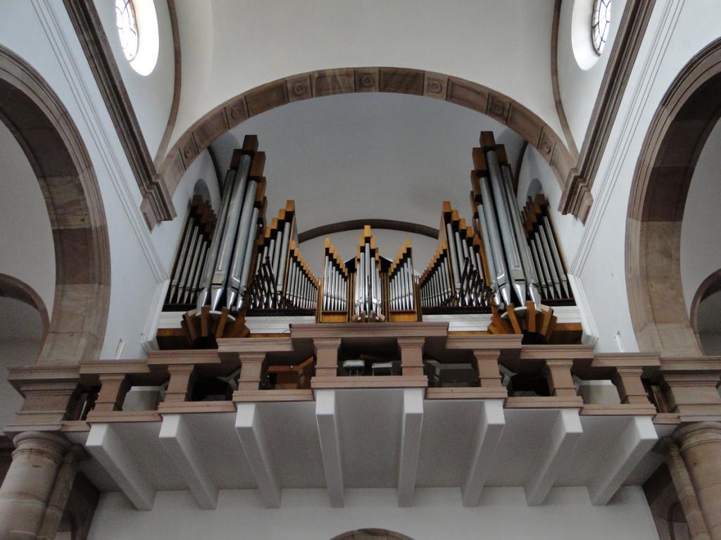 Orgelspiel in der Kath. Pfarrkirche St. Johannes Nepomuk
