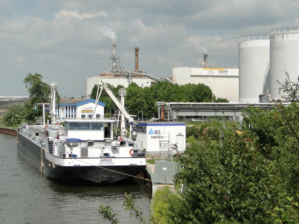 Anlegestelle im Industriehafen