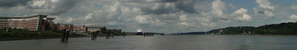 Kurz vor der Einfahrt in den Finkenwerder Kutterhafen