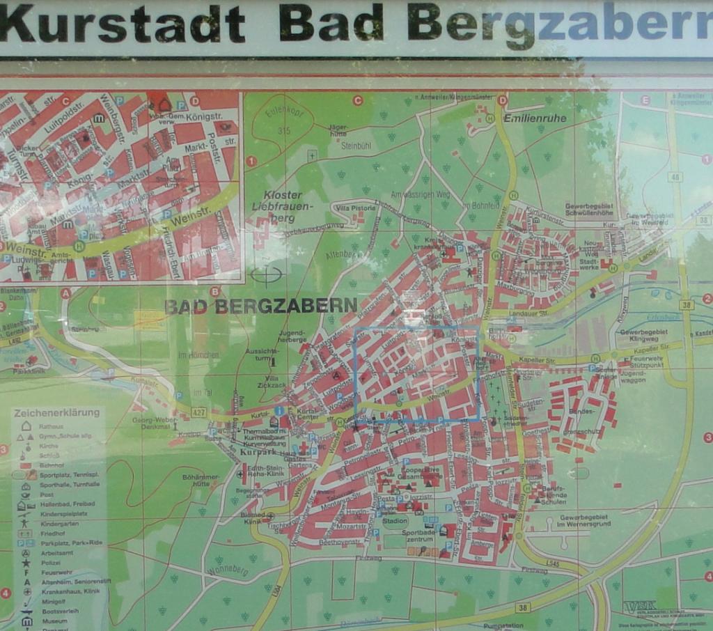 Info-Tafel für Touristen und andere Besucher ...
