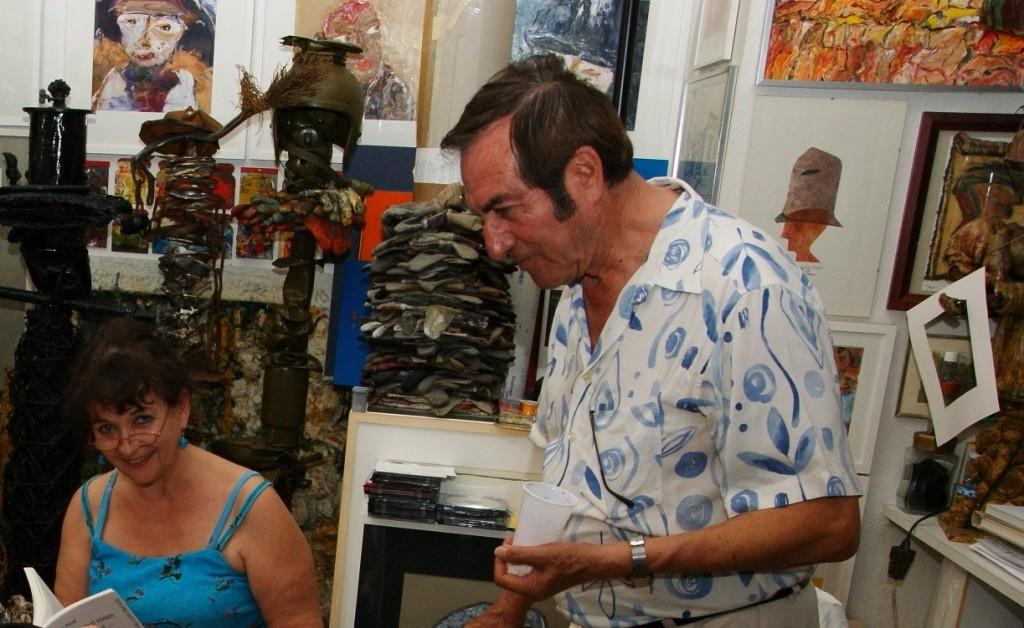 Nora zusammen mit Emilio bei einer Atelierlesung ...