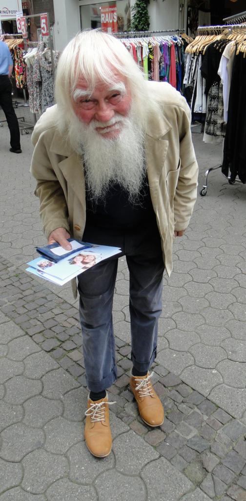 Älterer Herr, der uns auf liebenswerte Weise sein Leben näherbrachte ...