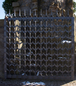 Ein Gitter nur zum Schein: Das Tor ist geöffnet...