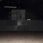 Mit Zoom + Blitz lässt sich das Halleninnere von ausserhalb erhaschen.