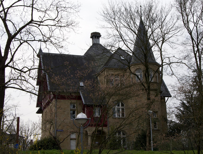 Verwaltungsgebäude am Tiergartenweg / Ettlingerstrasse