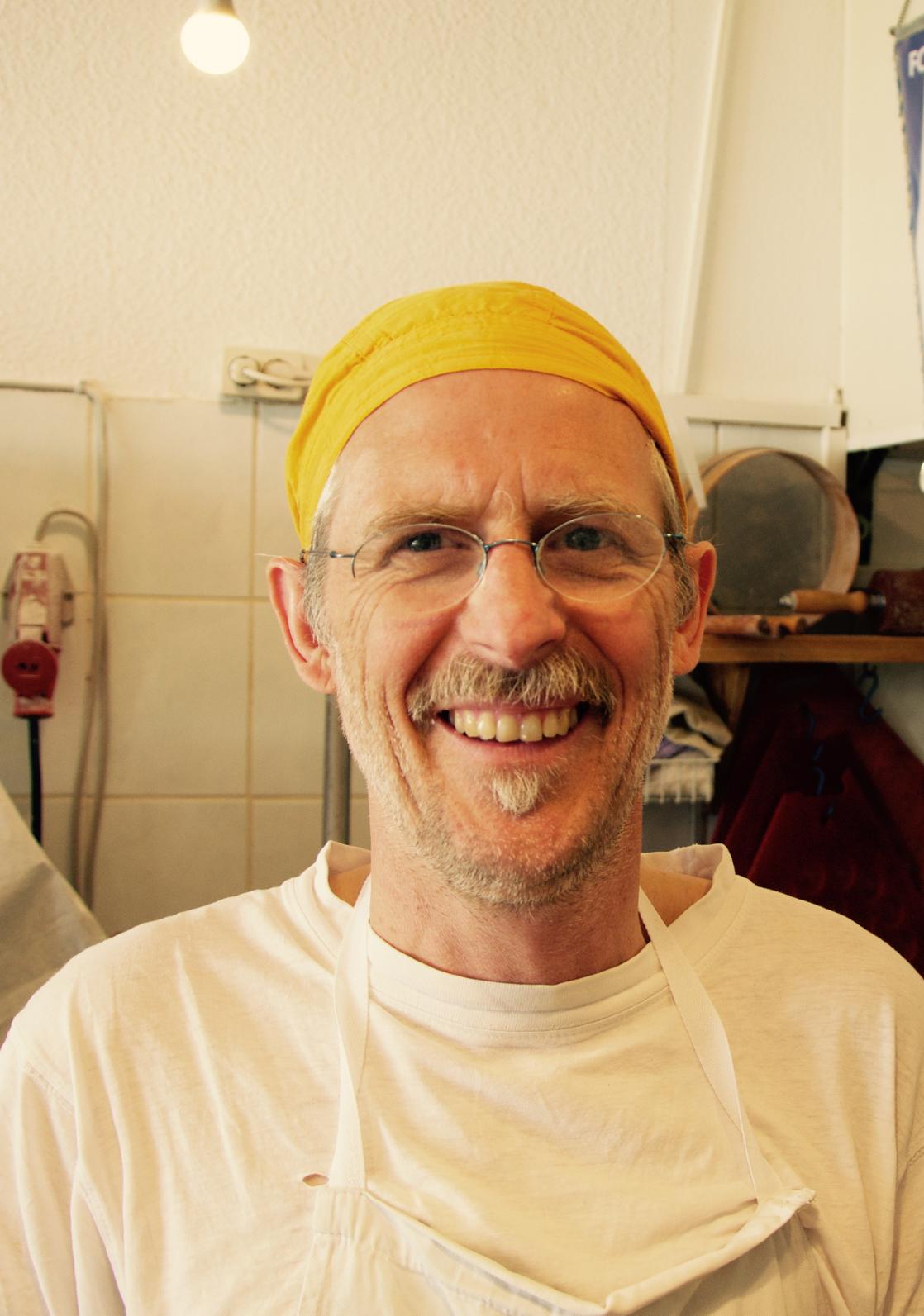 Inhaber Martin Kastner, Klaus-Groth-Strasse 40, 20535 Hamburg, Tel.: 040 / 39 99 00 43,  E-Mail: rettungsbrot@gmx.de, www.bio-baeckerei-rettungsbrot.de