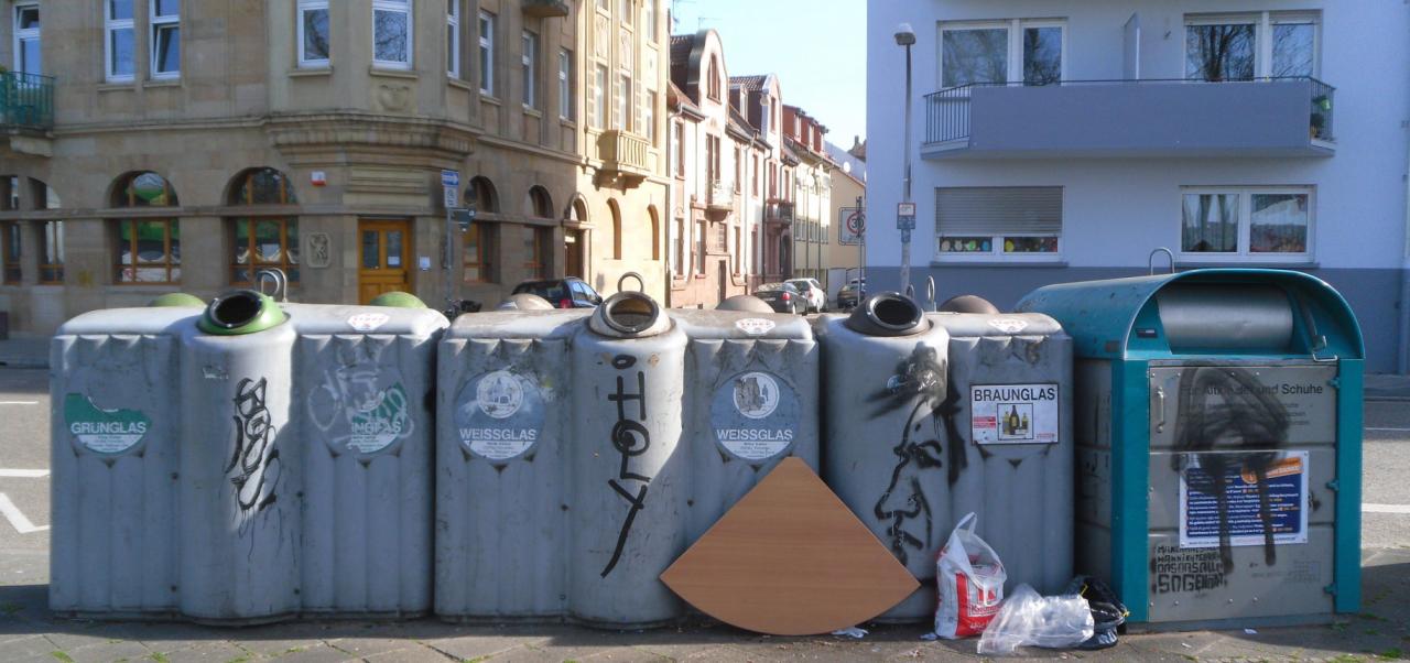 Diverse Container, wie sie im Stadtbild von Mannheim zur Genüge aufzufinden sind.