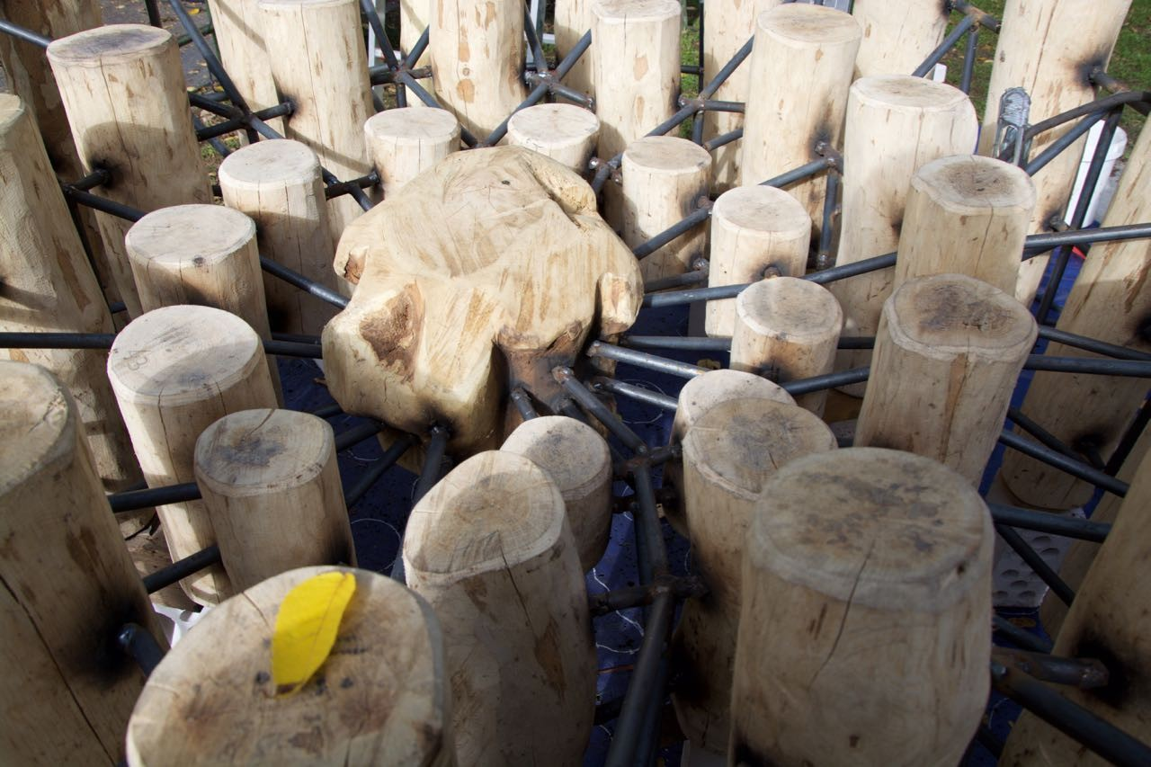 Der Ammonit aus Holz und Stahl in der Entstehungsphase