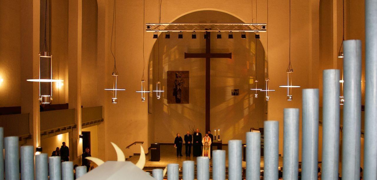 Karl Jung beim Gebet in der City-Kirche