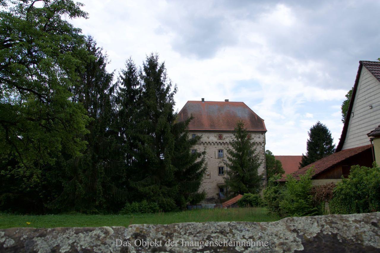 Name: Schloss Grombach; Besitzer: von Pfenningen (?) / von Hutten (?); Anlieger: Frau Hodel Von der Ortsstrasse aus aufgenommen.