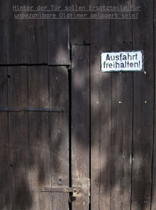 Versteckter Eingang just hinter der Kath. Kirche St. Margaretha Grombach